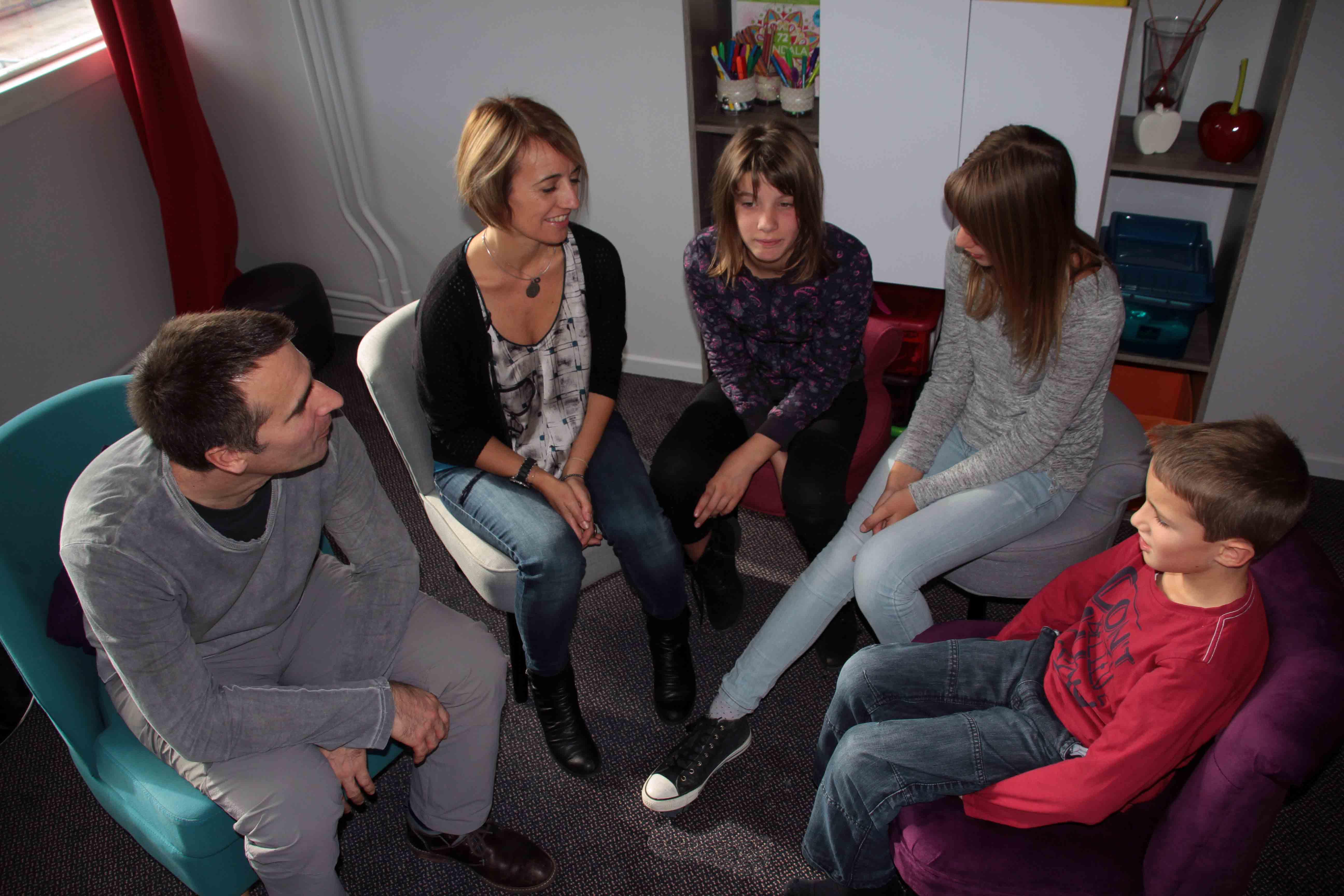 Séance systémique familiale chez le psychologue